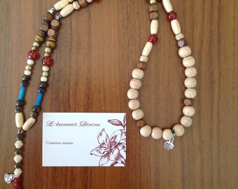 Long necklace with beads and charm