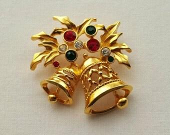 AVON Christmas pin