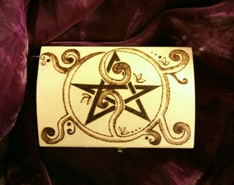 Cofanetto in legno pirografato con pentacolo. Wicca. Pagan. Wood burned / pyrography. Pentacle