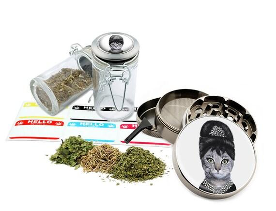 "Audrey Cat - 2.5"" Zinc Alloy Grinder & 75ml Locking Top Glass Jar Combo Gift Set Item # G50-G82615-2"