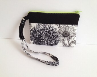 Black and White Floral Print Wristlet