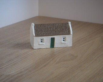 Miniature Irish thatched cottage. Irish handcraft handmade in kilkenny Ireland