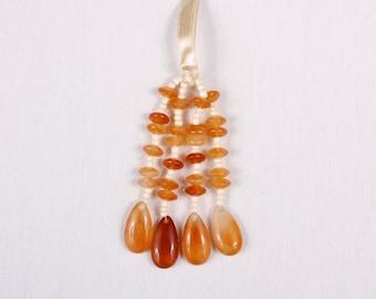 6 beads 40x110mm, polyester tassels, orange (9097)