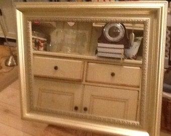 Pale gold mirror