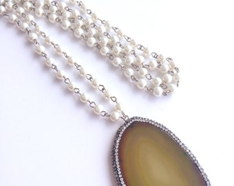 Pearl linked necklace with Druzy pendant