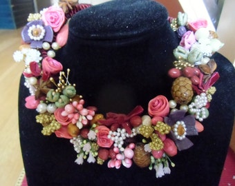 CHRISTMAS SCENTS Tyrolean type necklace with flowers, starry anise, cinnamon clove flowers