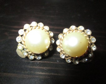 Vintage Signed Cadoro Earrings