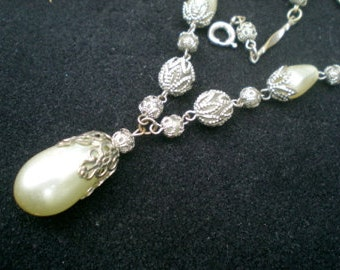 Art Deco/1940,s glass pearl and silver metal necklace