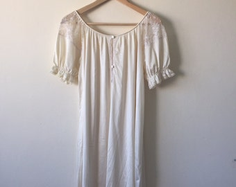 vintage cream satin feel night gown