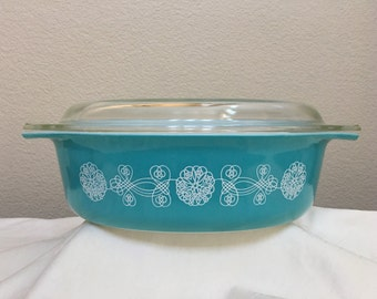 Pyrex Lace Medallion 2-1/2 Qrt 045