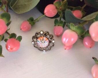 Peach geometric pattern glass cabochon ring