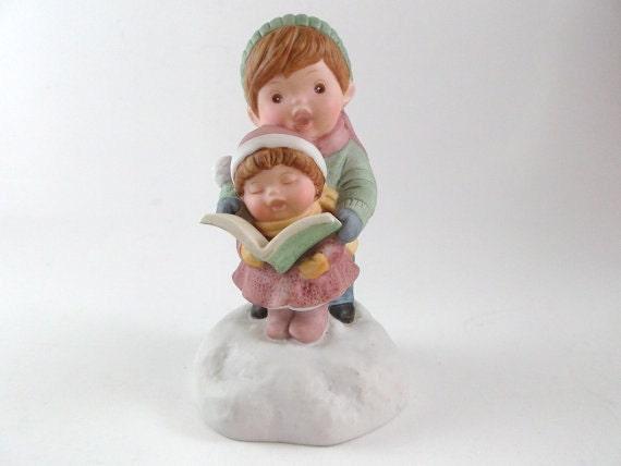 Vintage Avon Christmas Musical Box Porcelain Figurine: Two Children Caroling Home Decor Holiday Decoration Christmas Gift Nursery Decor