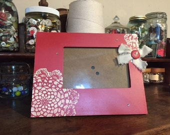 Red Doily Stenciled 4x6 Photo Frame