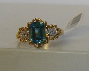 Vintage 10K Yellow Gold Emerald-Cut Blue Topaz Filigree Ring
