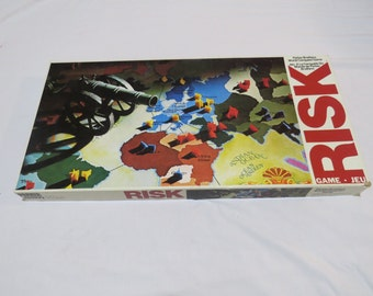 Vintage Risk Board Game 1975 in GREAT condition with complete set