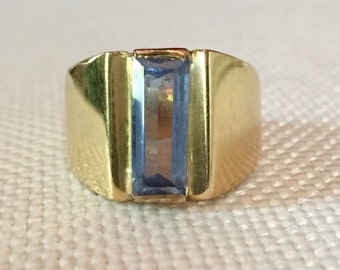 18k Gold and Spinel Ring. Size 7.25, weight 8.56g.