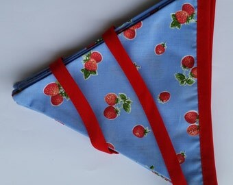 ON SALE!! Strawberry/Rockabilly bunting. Blue/Red.