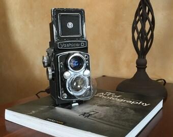 Yashica D TLR light fixture, Camera