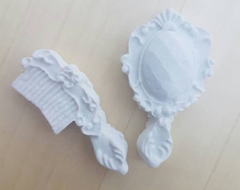 12 edible comb and mirror cupcake toppers