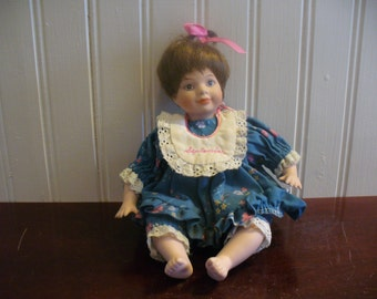 """Goebel Carol Anne Dolls Porcelain Toddler September Girl 5.5"""" Sitting Doll"""