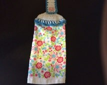 Spring kitchen towels / crochet topper
