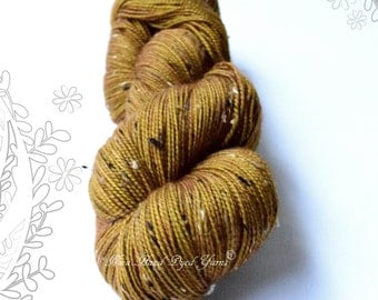 DONEGAL TWEED SOCK - Boiling Caramel ooak - hand dyed sock yarn, blend of merino wool and donegal nepps
