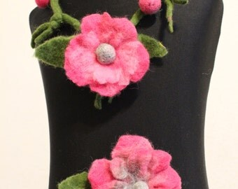 Brooch necklace set flower beads rose wool Accessories felted flower