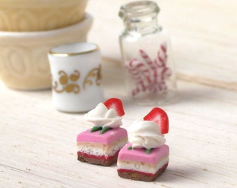 Strawberry Pastry - Carefully Crafted Dollhouse Miniature Item Scale 1/12