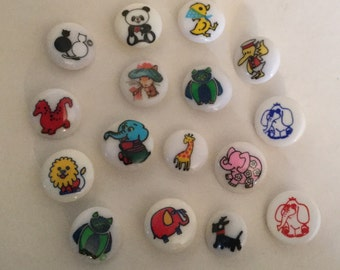 Lot of 16 plastic Animal and Bird vintage kids Buttons for children