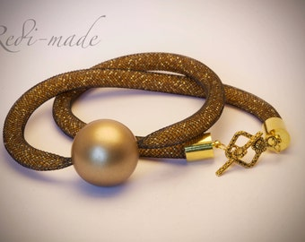 Necklace - Stardust mesh with gold seed beads and a gold pendant (#259563)