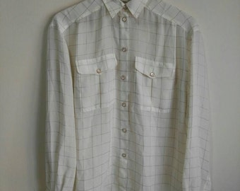 Blouse Liz Claiborne petites white with threads and buttons gold. Vinta. Made in Taiwan. Size S-M (6)