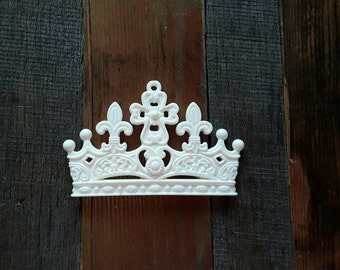 Crown/resin/applique