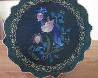 Wall plate, painting on wood.