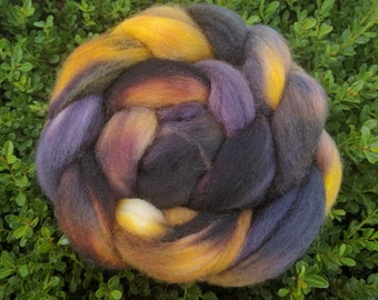 Hand Dyed Corriedale Wool Roving 'Smoldering Coals' (4 ounces / 113.4g)