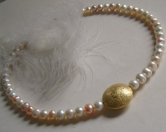 Necklace - very delicate Bead Necklace - soft pink with gold