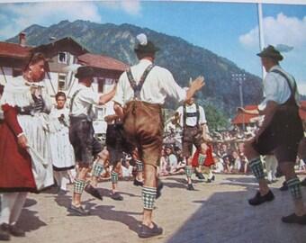 Bavarian Dancing postcard / Bayerisher Schuhplattier Unposted