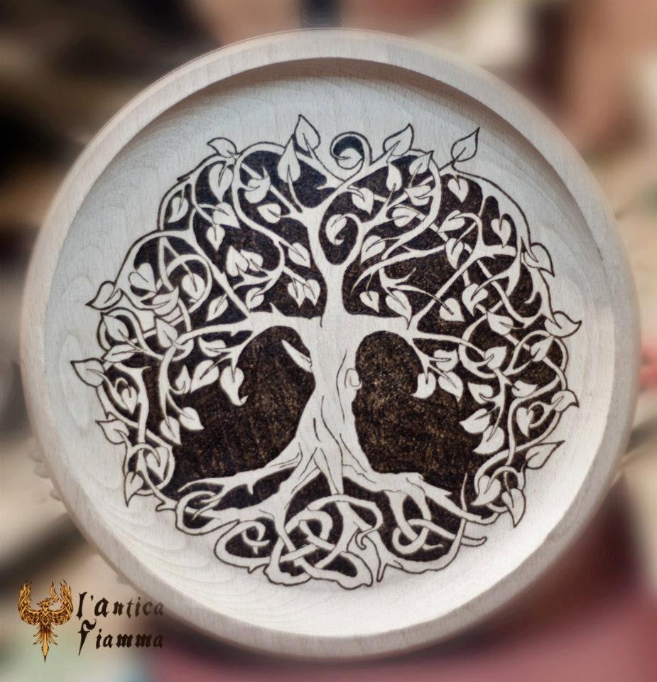 Celtico pirografia arte ventilatore di albero della vita - Decorazioni pirografo ...