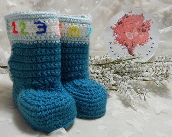 Bootee Slippers  Medium (6 12 months. Heel to toe 11cm approximately) BO4