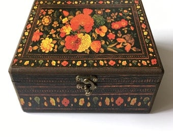 Decorated 20x20 cm wooden box