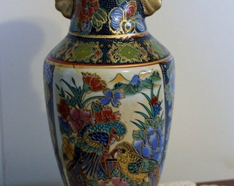 Vintage Chinese Porcelain vase.