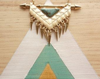 Collier géométrique doré | Bijou triangle effet marbre bleu turquoise | Rock et tendance | Cadeau original pour elle | Pour tous les jours