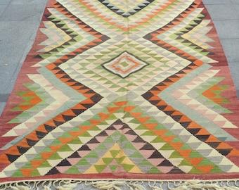 8 x 5 ft Bright  vintage kilim rug
