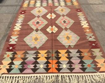 Bright colorfull vintage kilim rug 8x5 ft