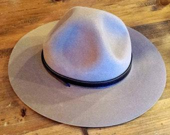 Tan Smithbilt felt hat with leather strap