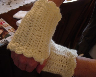 Fingerless Gloves Hand crocheted.