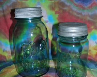 Set of 2 Antique Ball Mason jars with Zinc lids