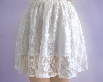 White lace mini skirt. Ameynra design. Size S. New