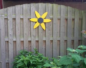 Sunflower of pallet wood