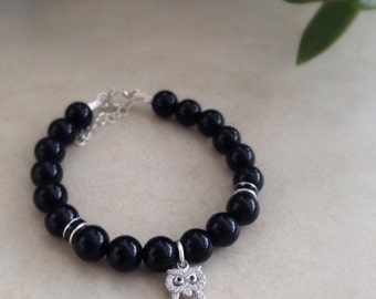 Bracelet with black onyx and silver owl.