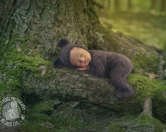 digital background for newborn composites of mossy tree limb